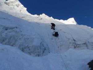 Подъём по перилам на ледопад Дикий